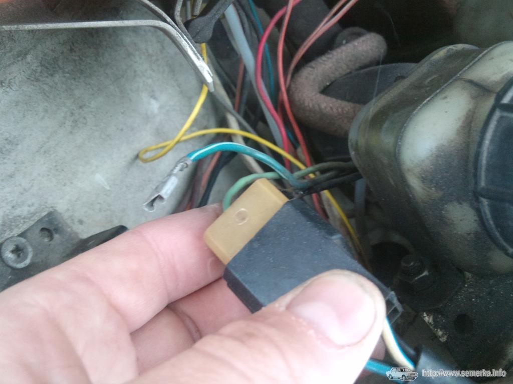 Отрезаем лишний провод на коодке моторедуктора